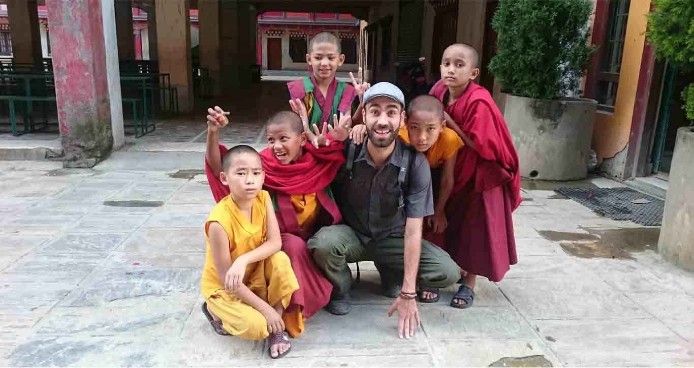 Volunteer comes at VIN for teaching in buddhist monastery project