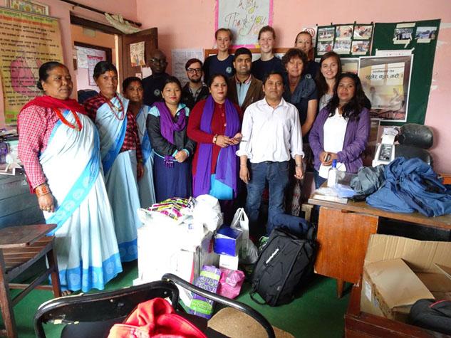 Health volunteers on donatin